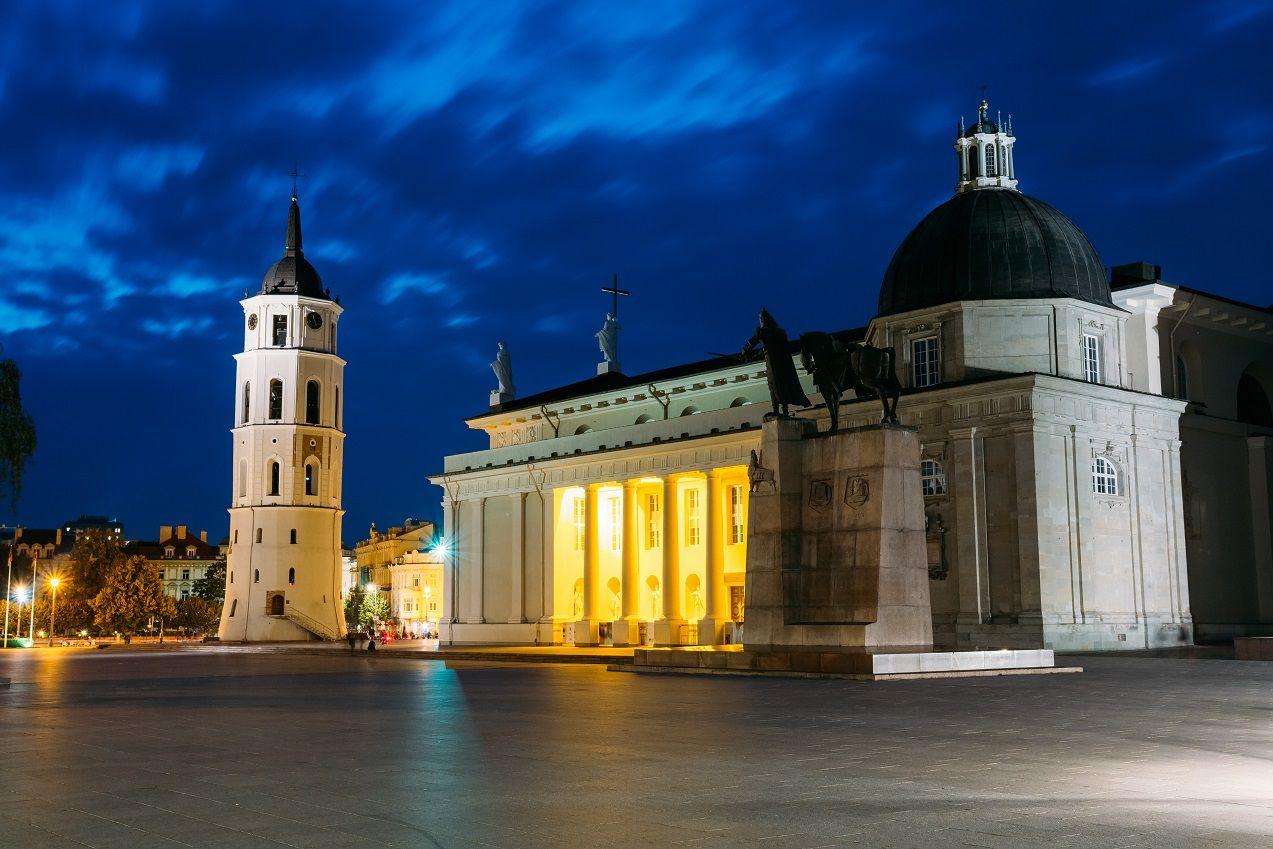 Правительство Литвы обновило минимальный уровень заработной платы и ставку подоходного налога на 2020 год