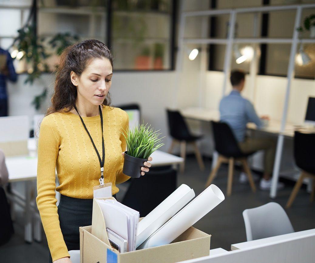 Не выдал сотруднику трудовую книжку – плати компенсацию