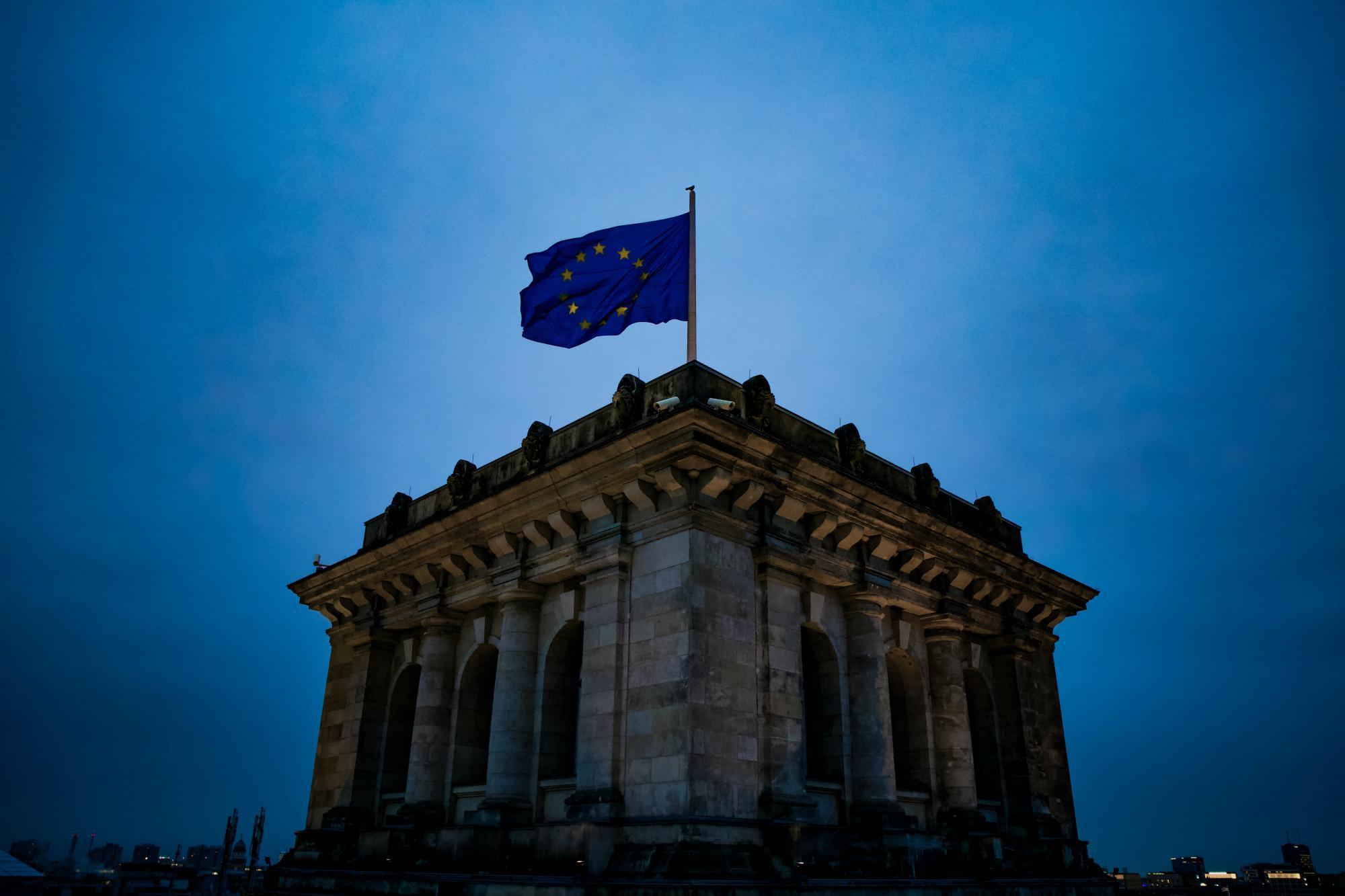 Еврокомиссия усиливает контроль за отмыванием денег и обновляет «черный список»