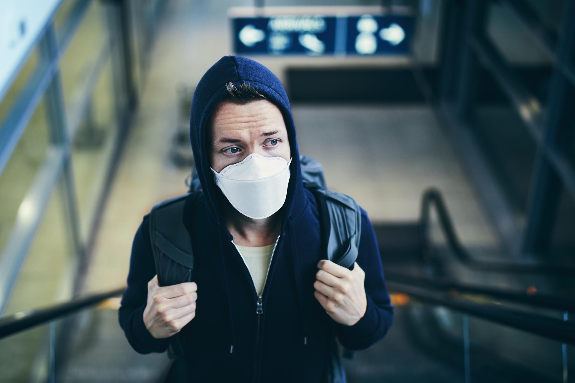 Роспотребнадзор разъяснил правомерность недопуска покупателей без масок и перчаток в магазины