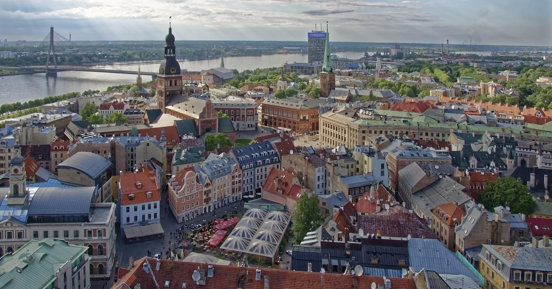 Латвия сможет аннулировать ВНЖ для нарушителей самоизоляции