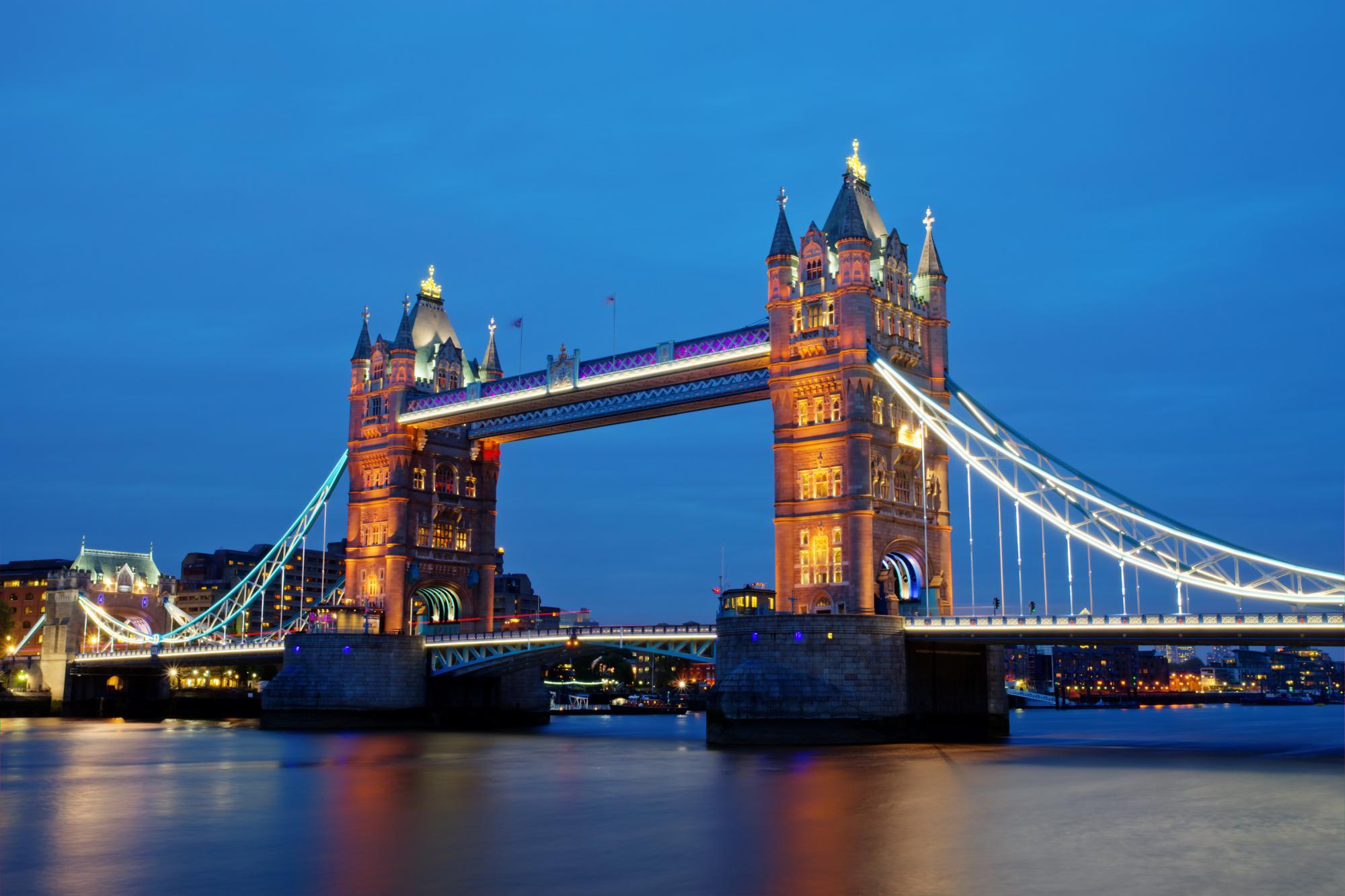 Великобритания запустила временные схемы поддержки бизнеса