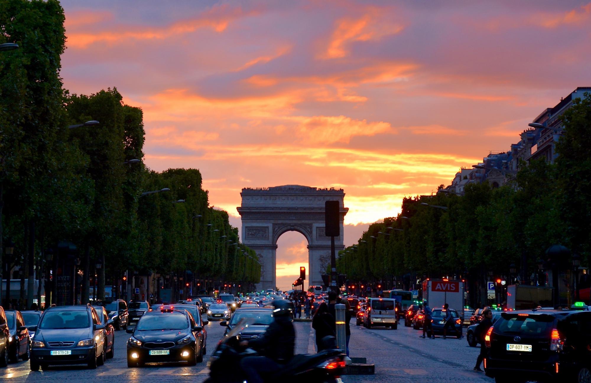 Франция планирует снизить налоговое бремя на бизнес
