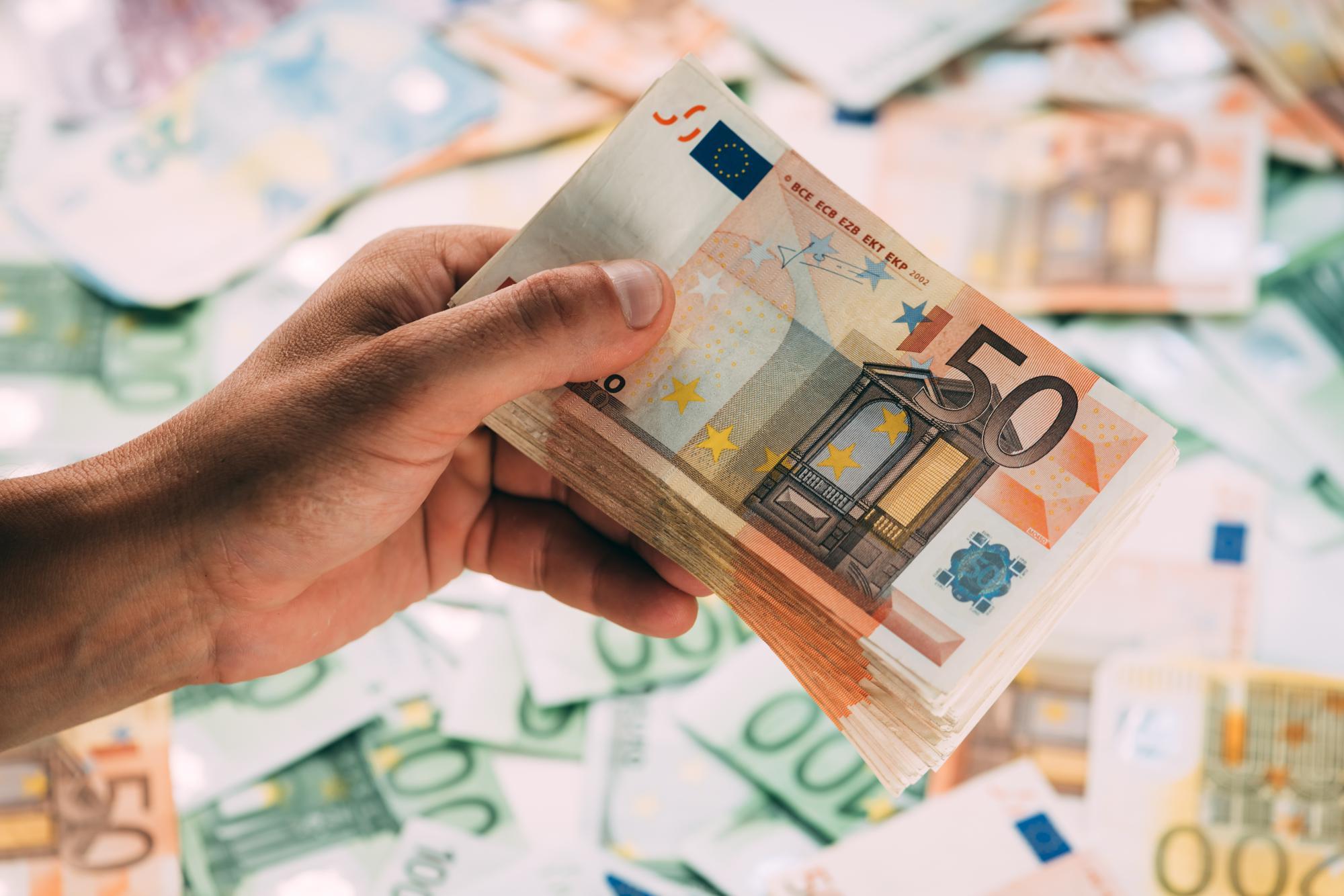 Минфин смягчит валютный контроль для россиян, проживающих за границей