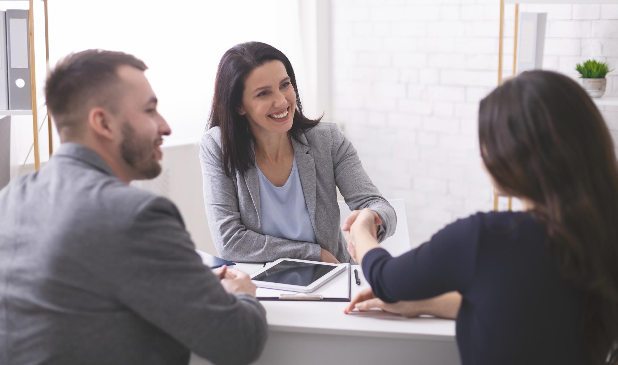 Работодателей могут обязать начислять страховые взносы в ФСС и на ОМС на выплаты временно пребывающим иностранным работникам