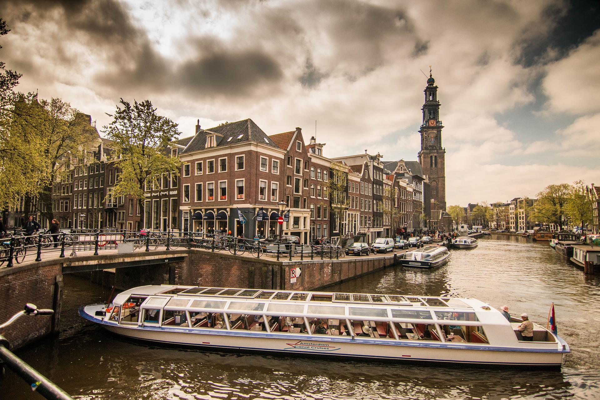 Нидерланды вводят «налог на выход»