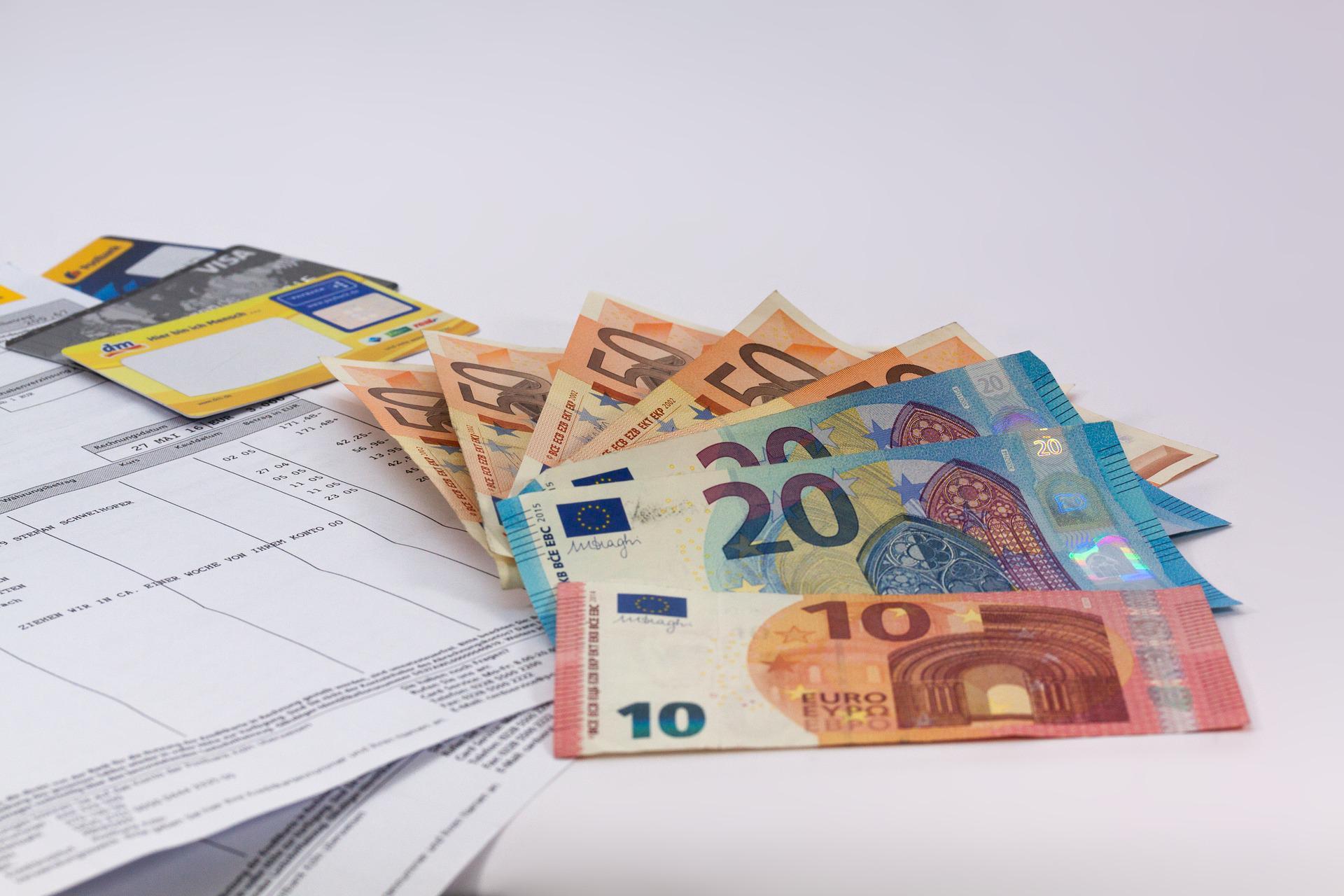 С сегодняшнего дня в России упрощаются процедуры валютного контроля