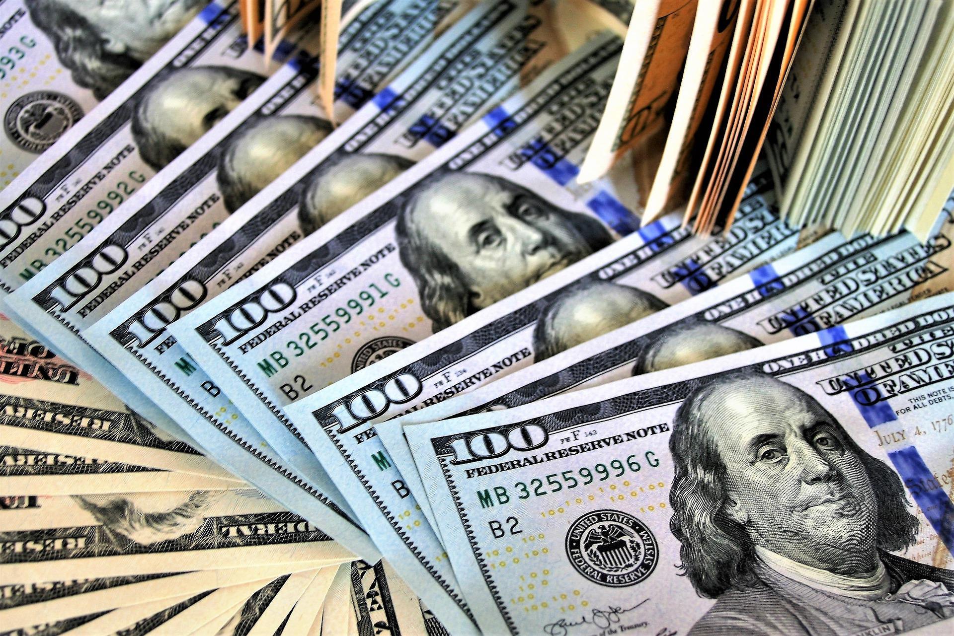 Таможенники и налоговики сами взыщут штрафы за валютные нарушения