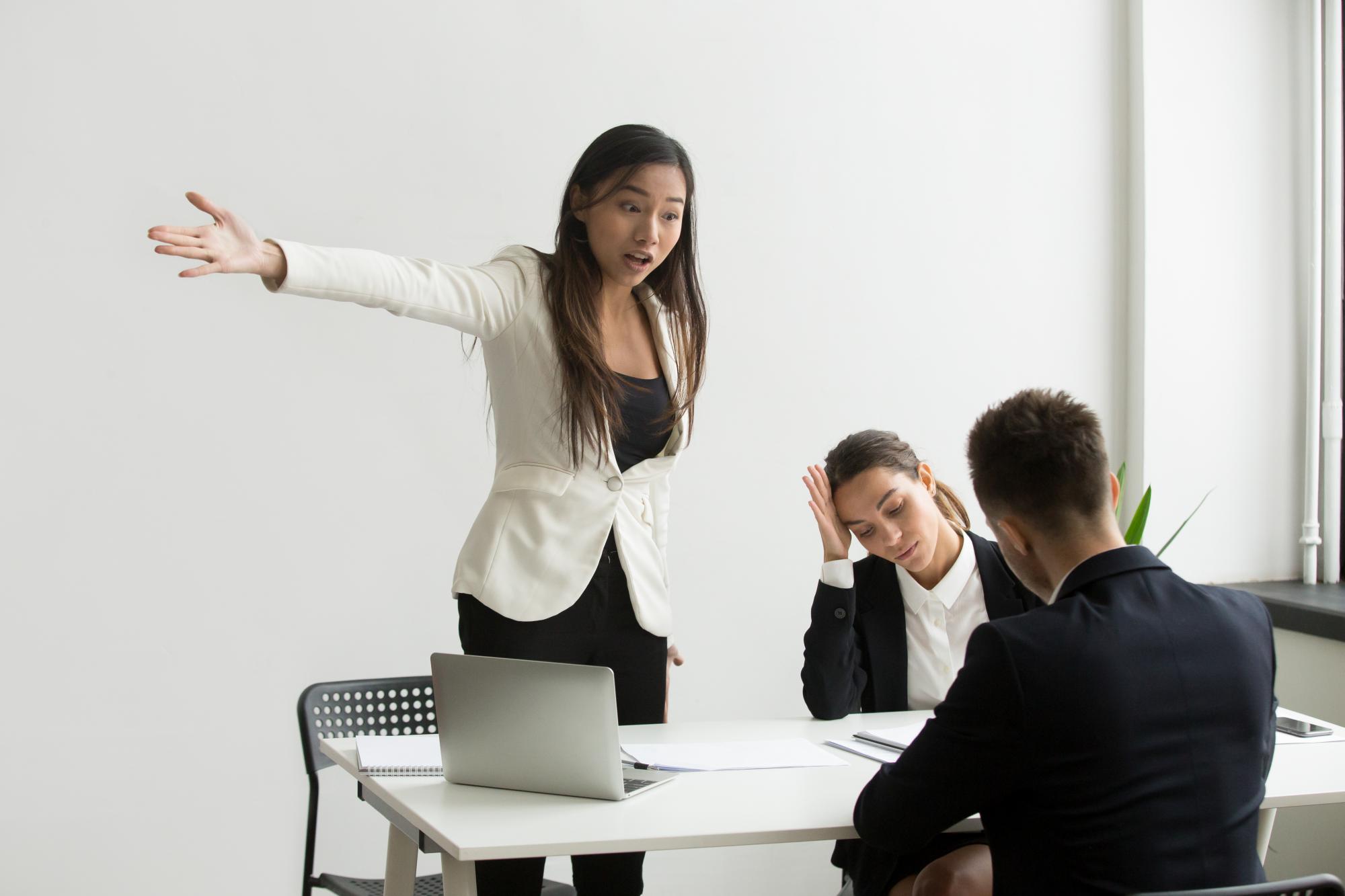 Сотрудник самовольно покинул место работы – не спешите его увольнять