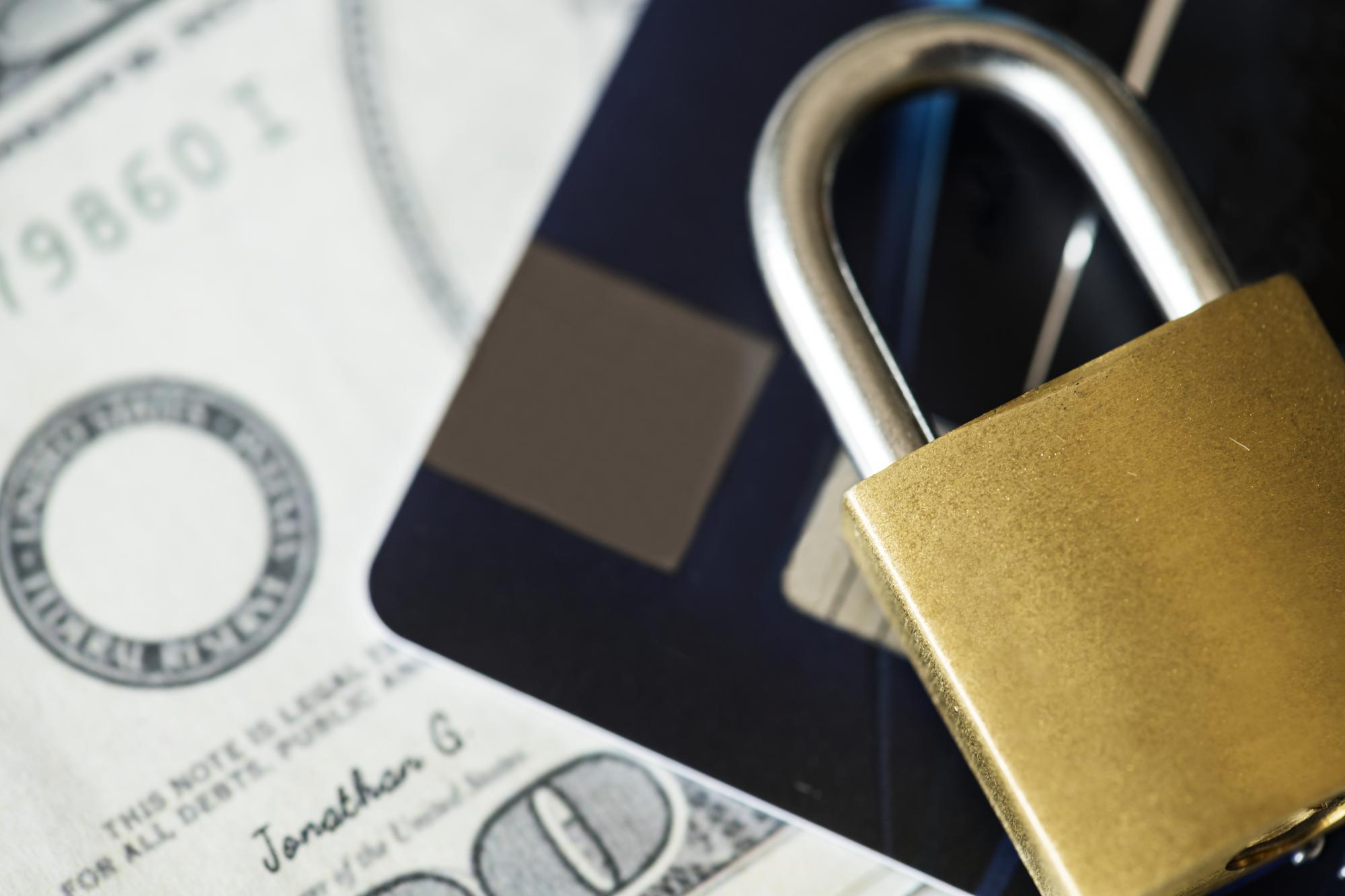Для иностранных спецслужб раскрыли банковскую тайну россиян