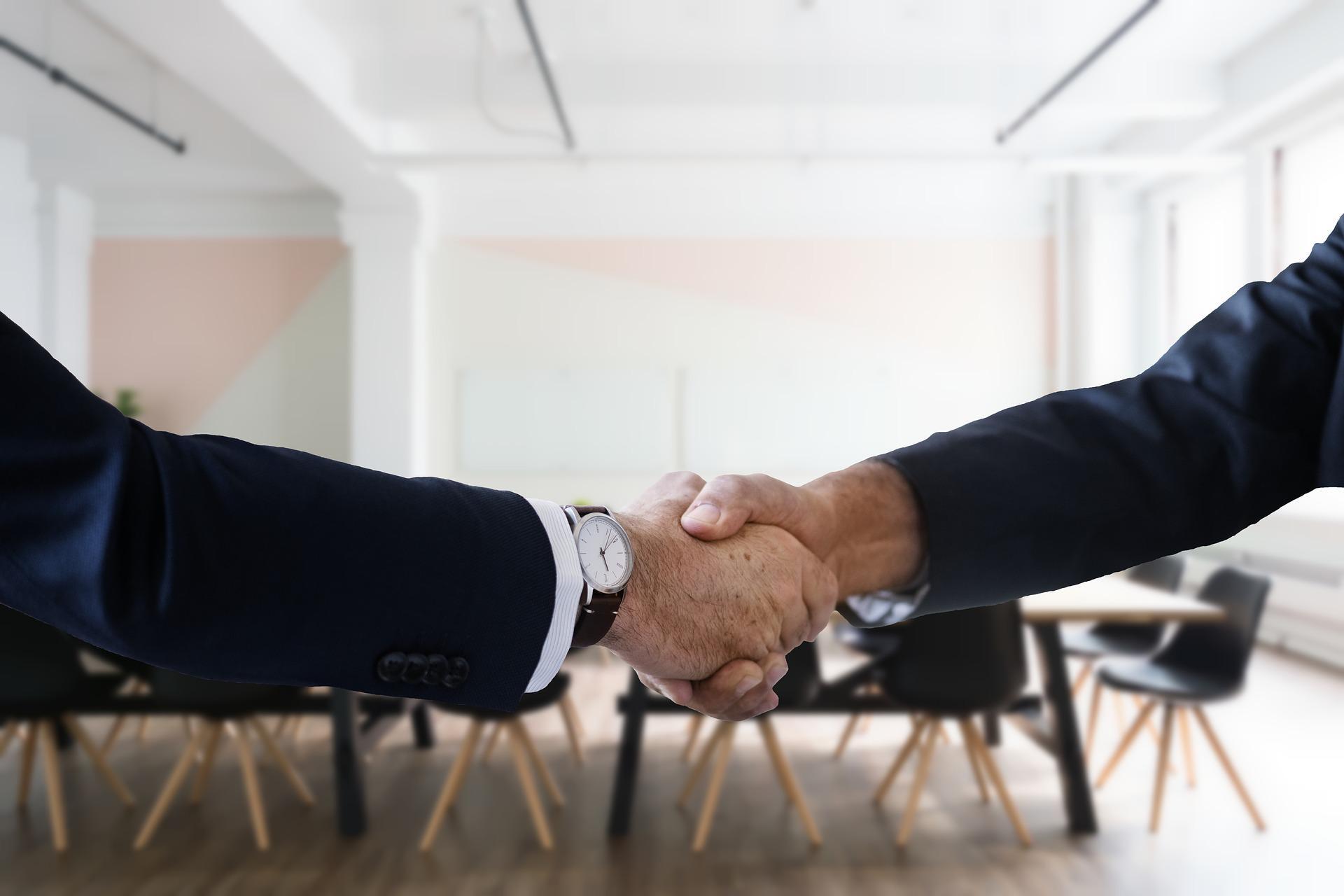 Недействительность регистрации юрлица не влечет ничтожность совершенных сделок