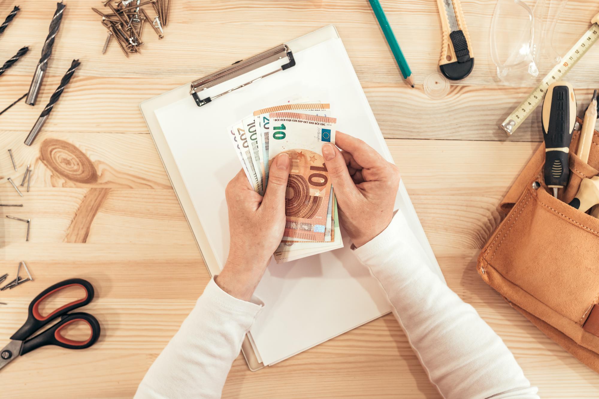 Обязан ли участник (учредитель) уплачивать НДС с передачи ценных бумаг в уставный капитал общества?