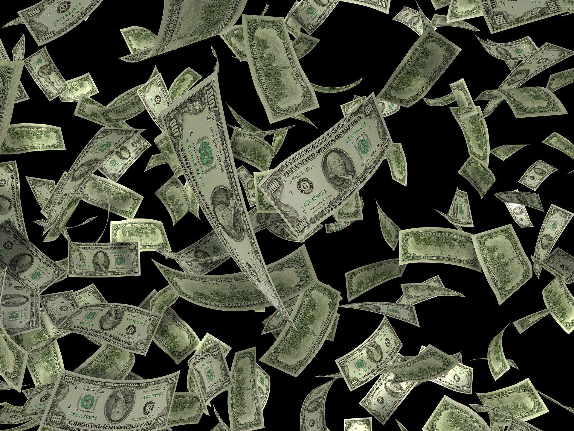 Президент подписал закон об упрощении порядка ввоза-вывоза наличных денег в рамках Таможенного союза