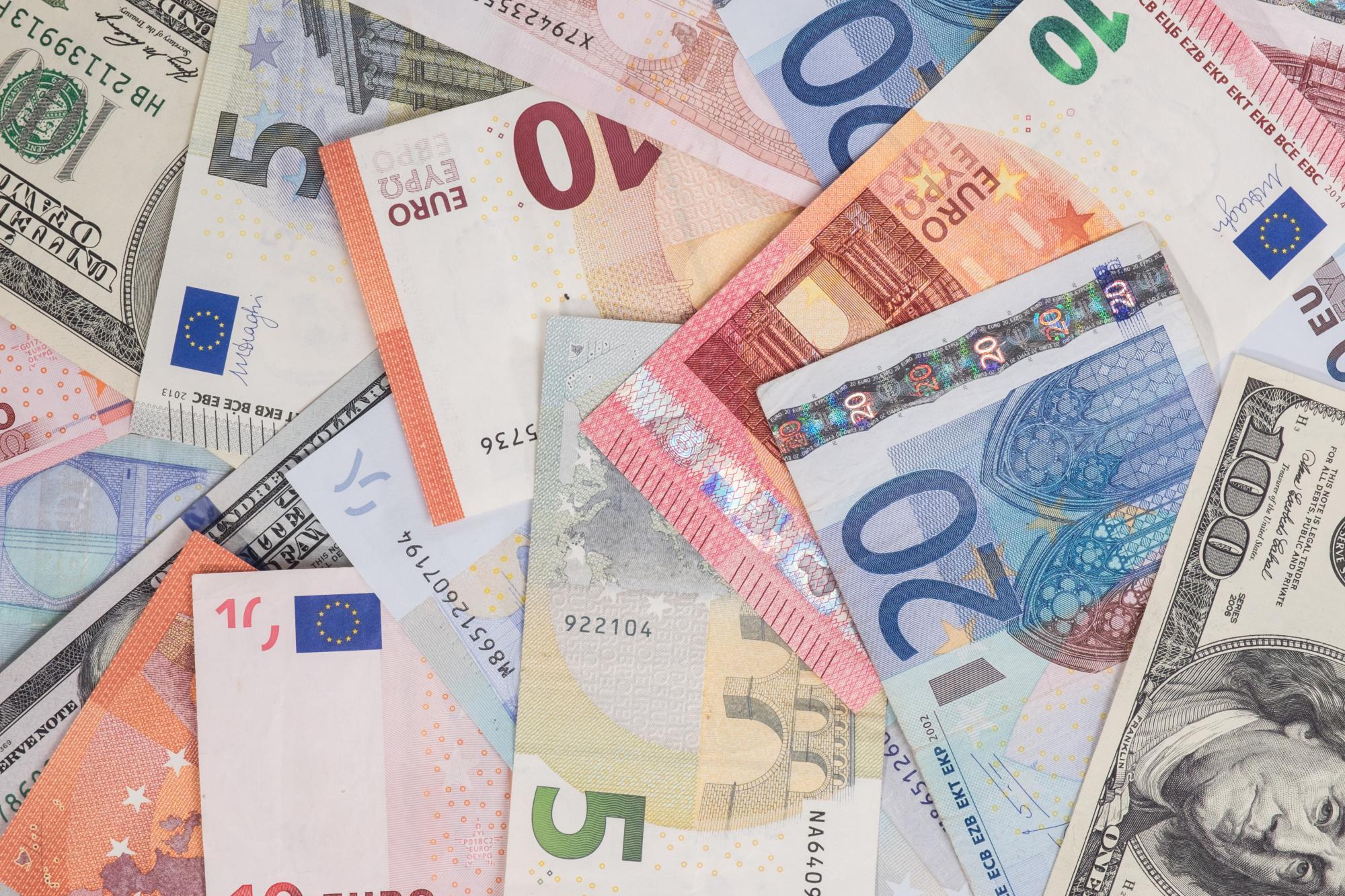 Минфин хочет приравнять валютное резидентство к налоговому