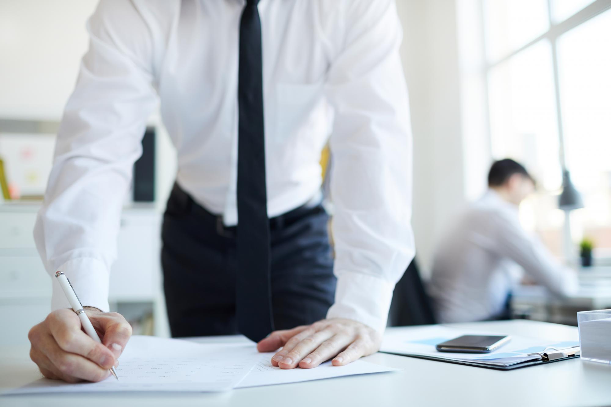 Директор фирмы вправе передать полномочия на подписание бухгалтерской отчетности иному лицу