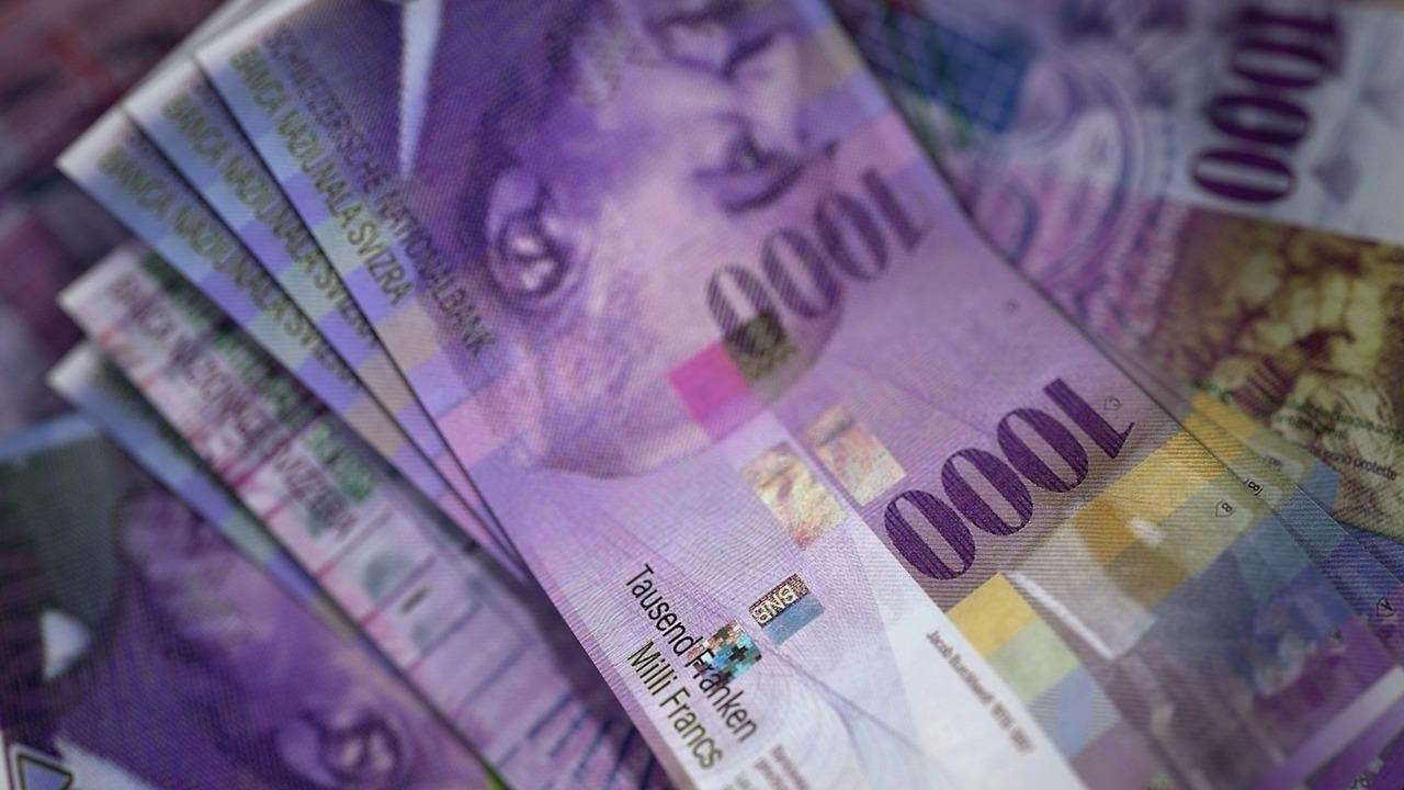 Швейцарские франки (CHF)