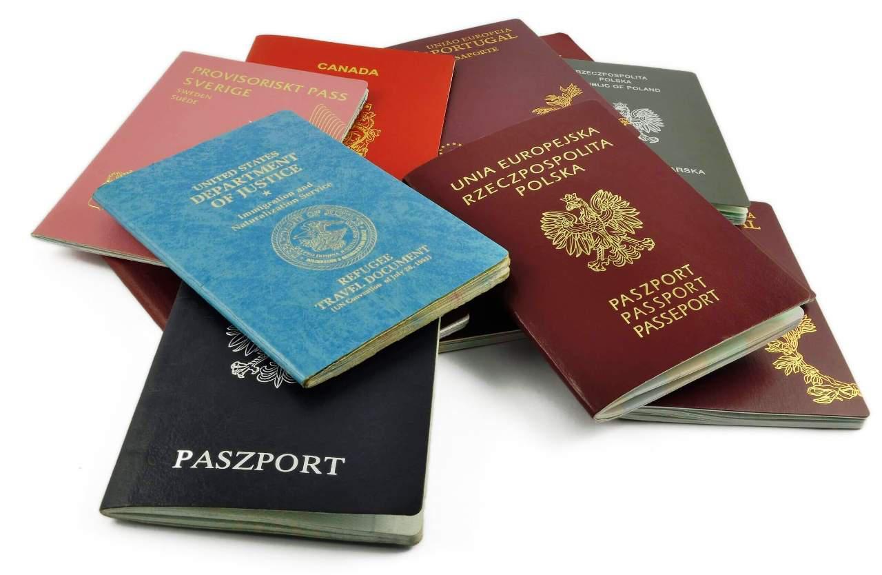 Паспорт предъявляется при открытии счета для подтверждения личности