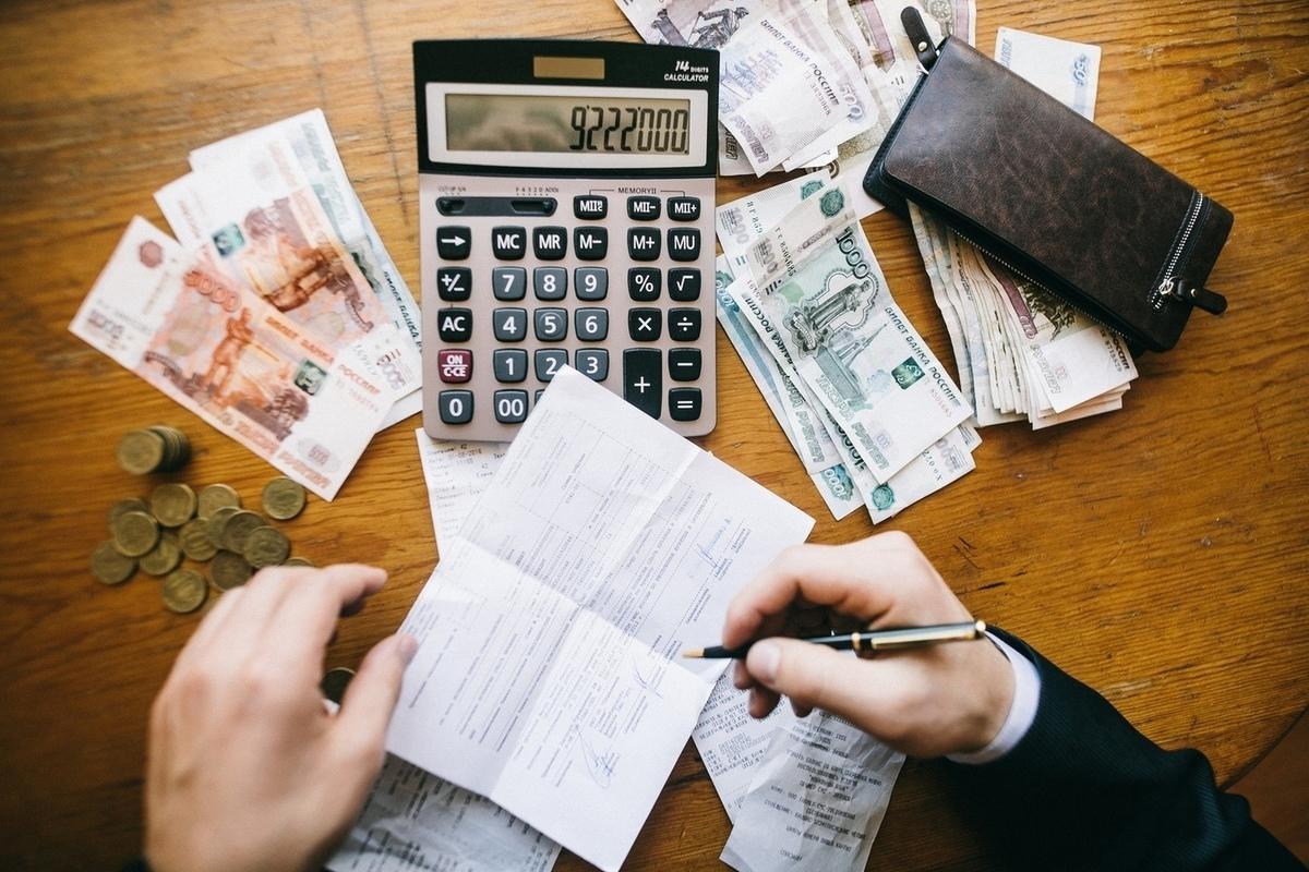 Когда бухгалтер платит по долгам ООО