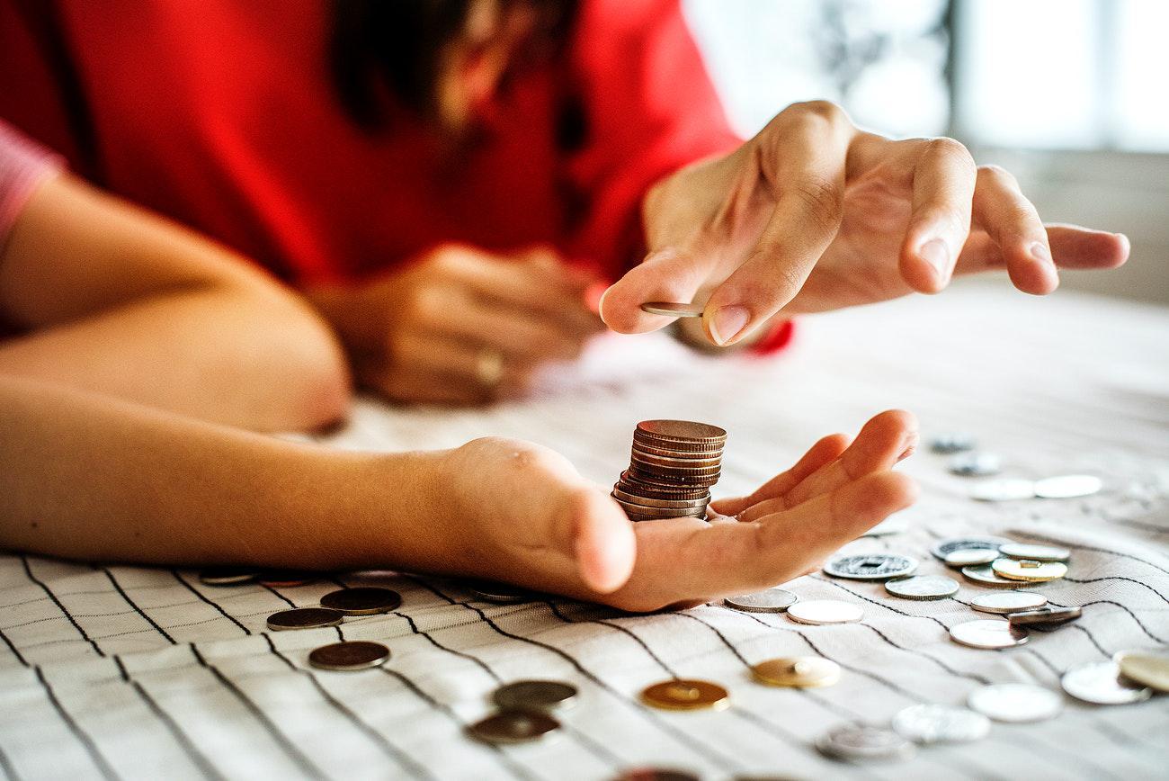 Кто и как может удерживать деньги из вашей зарплаты